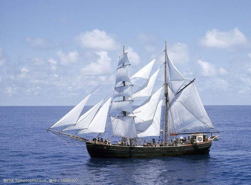 平面設計帆船游輪揚帆遠航