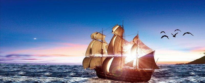 水面背景帆船