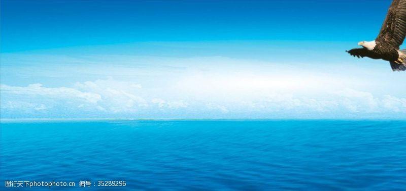 水面背景蓝天