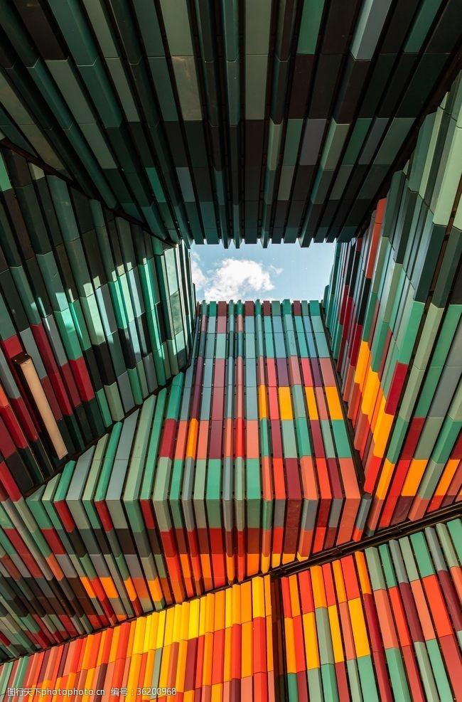 色彩天空建筑