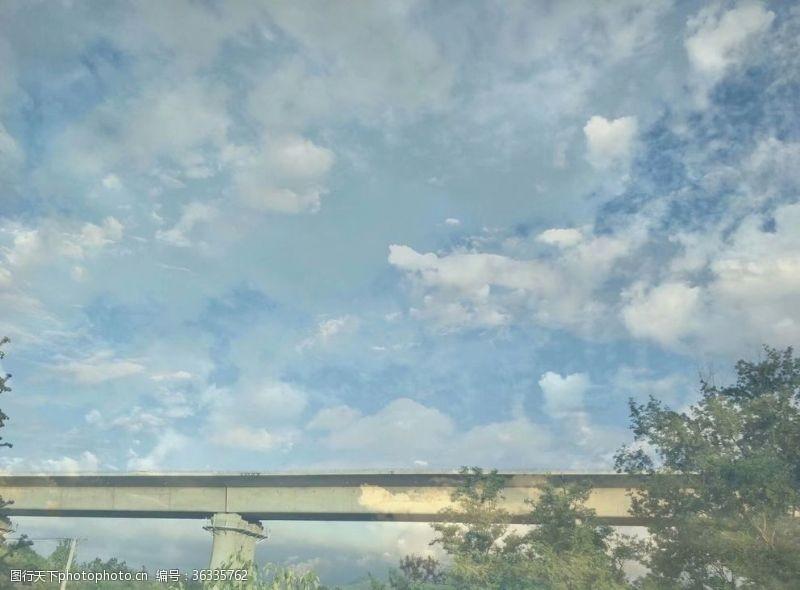 高铁桥天空