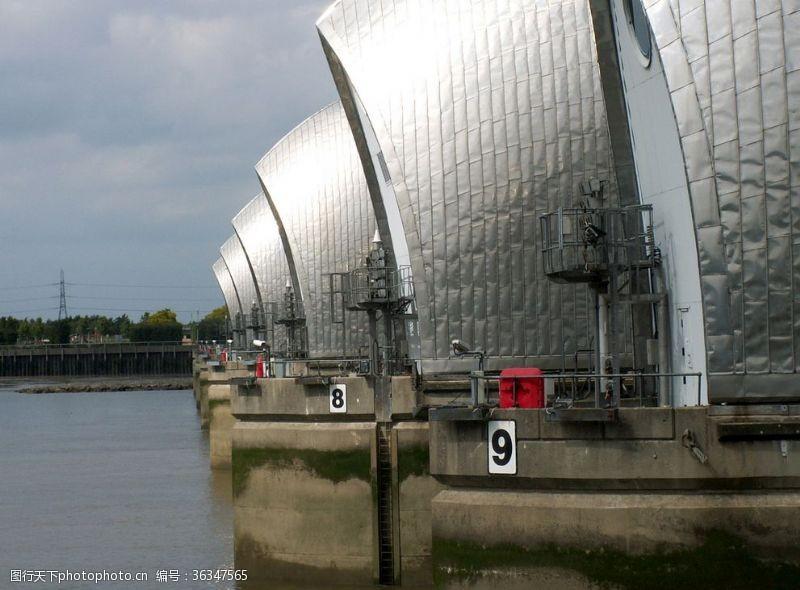 伦敦的泰晤士河屏障可避免洪水