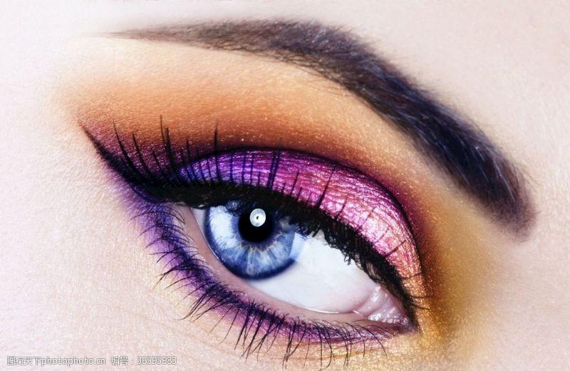 浓妆彩妆亮眼