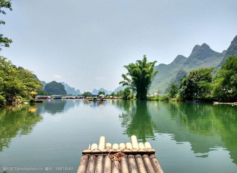 竹筏美丽的桂林山水