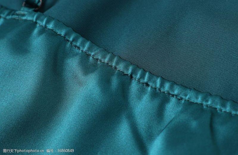 服装绣花藏蓝色衣服