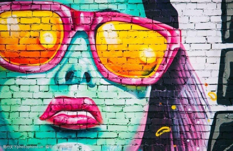 浓妆街头墙绘