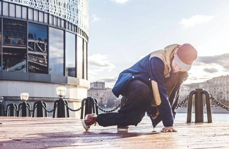 张力街舞男孩
