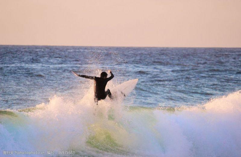冲浪者划船