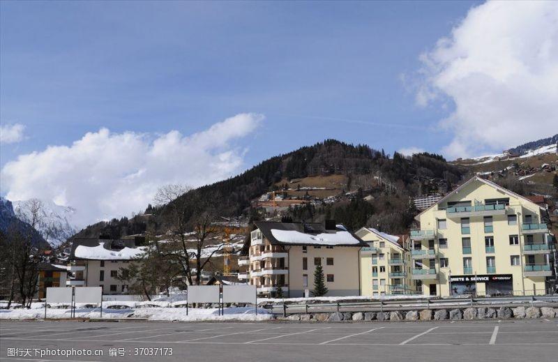 瑞士旅游瑞士铁力市雪山脚下