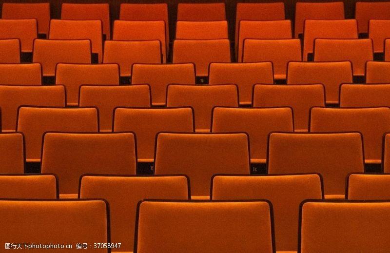 看电影电影院里的红色椅子