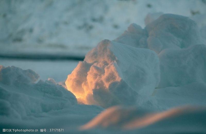 冰冰白沙上有细冰