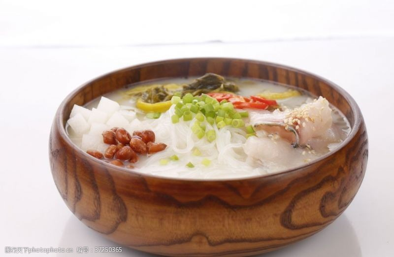 云南美食酸菜鱼米线