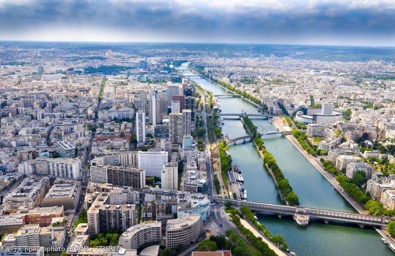 塞纳河俯览城市
