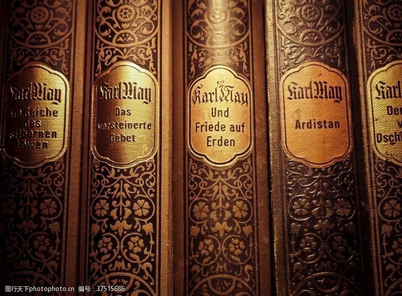 室内旧书籍