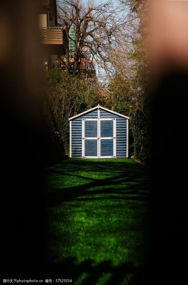 草坪森林小屋