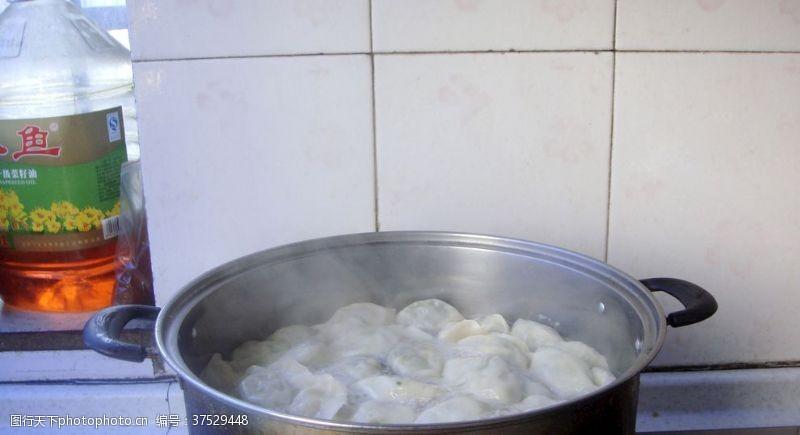 摄影图库煮饺子