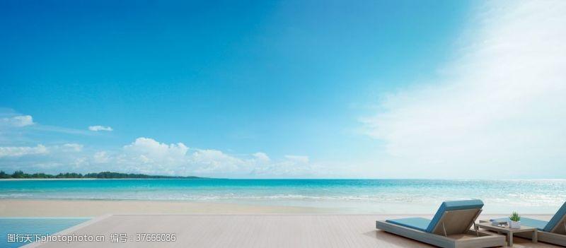 清澈的水海边