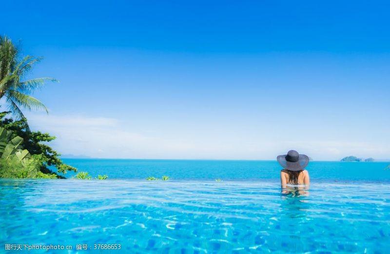 清澈的水海边景色