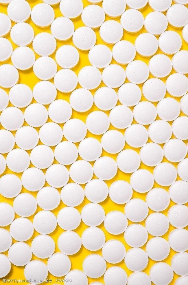 黄色背景素材白球