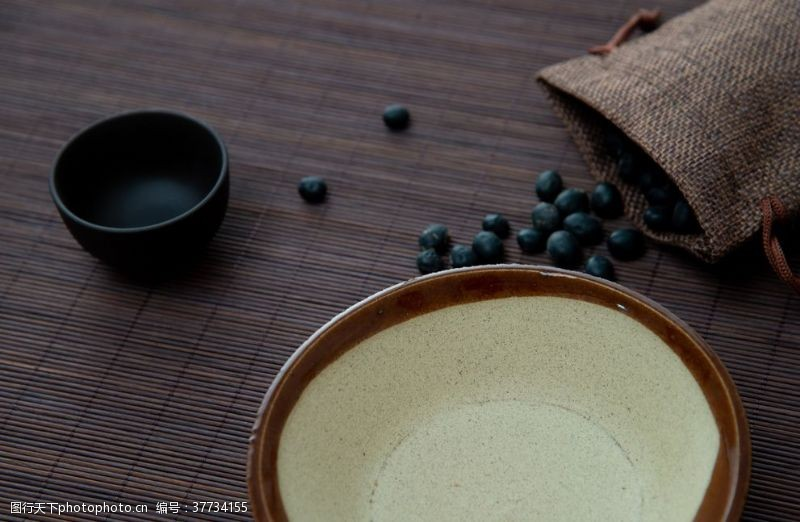 灰黑色黑豆