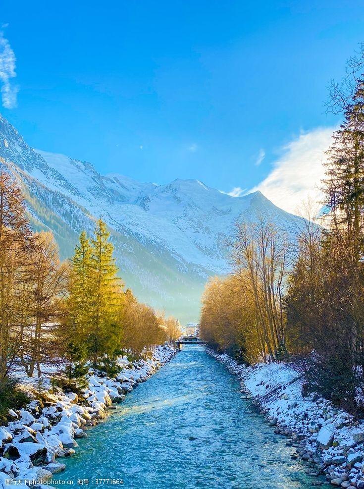 青山冬天的小河