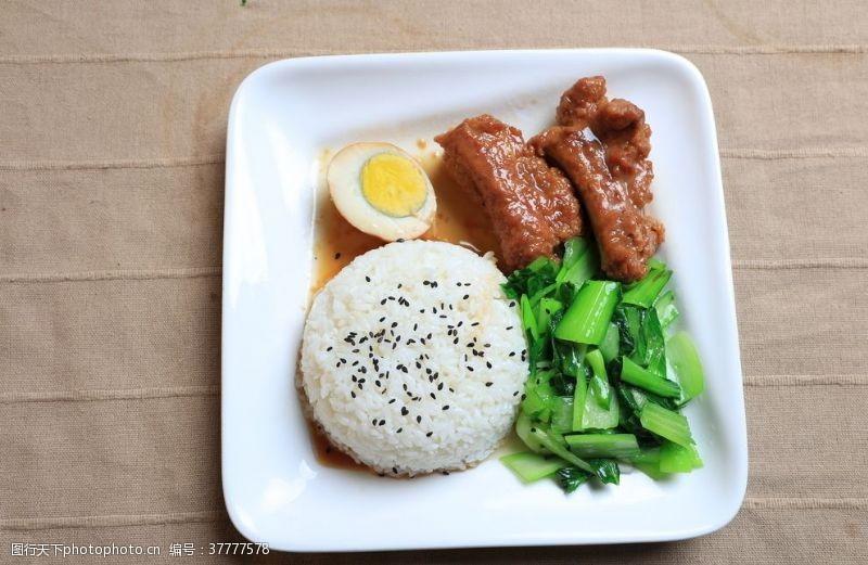猪肝面青菜排骨盖饭