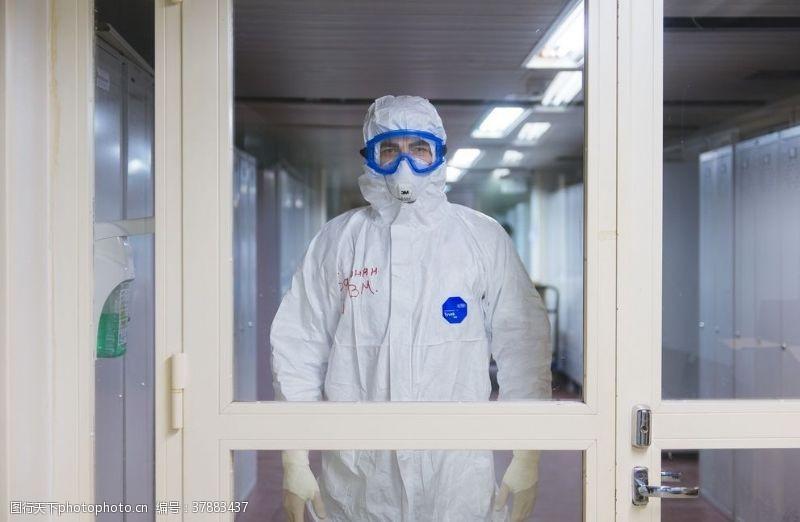 国外旅游安全防护白色戴口罩医生