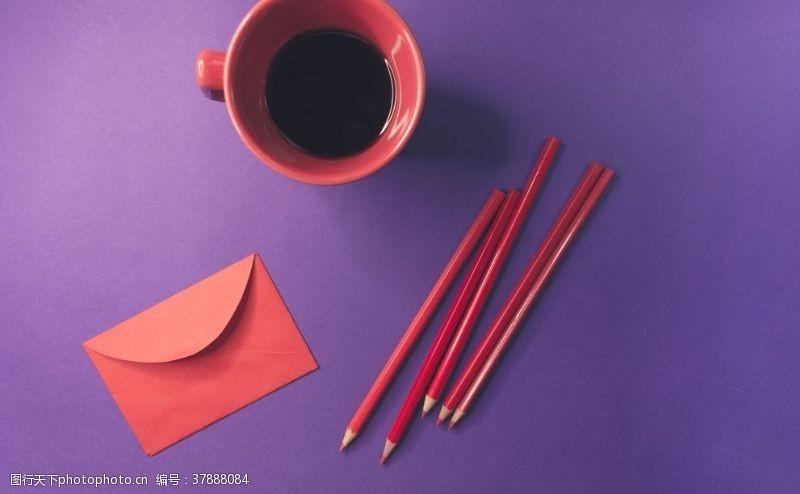 抽象铅笔信封杯子