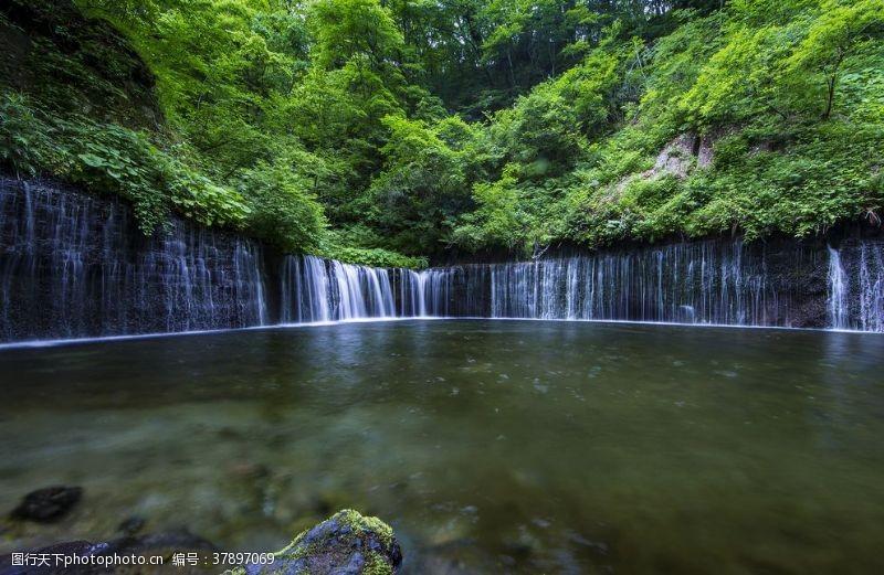 大海美丽大自然的瀑布