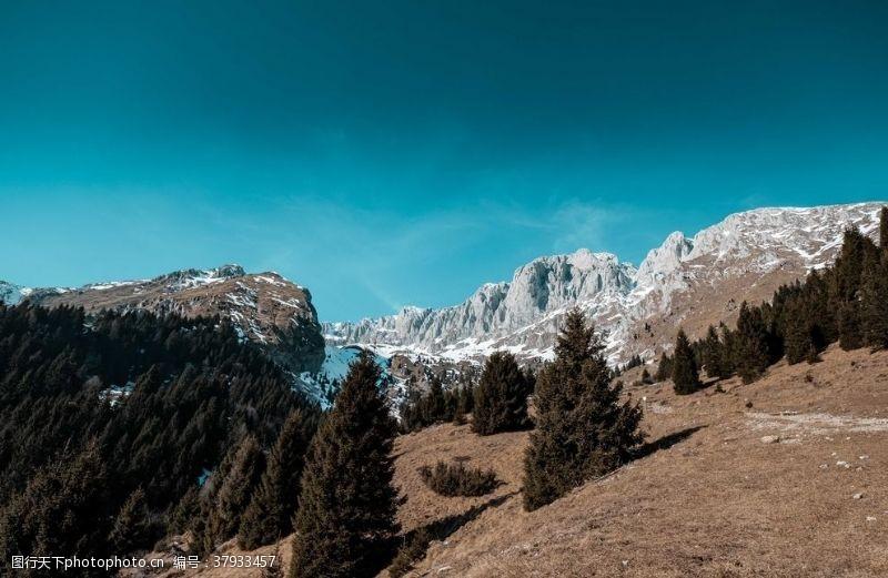 远山悬崖峭壁