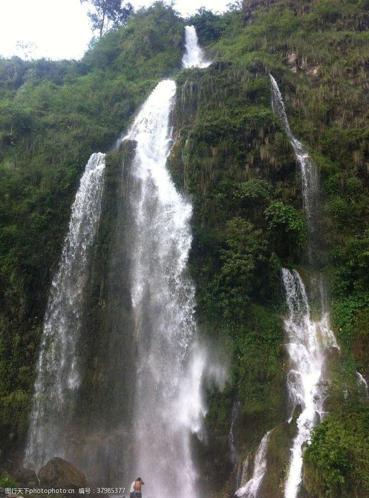 自然风景美丽的瀑布