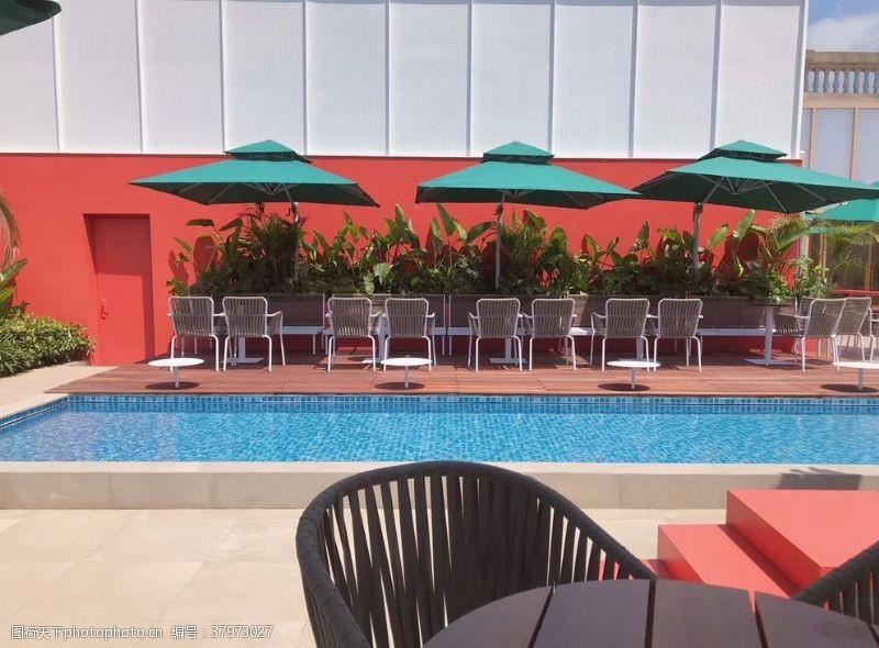 绿植游泳池休息区