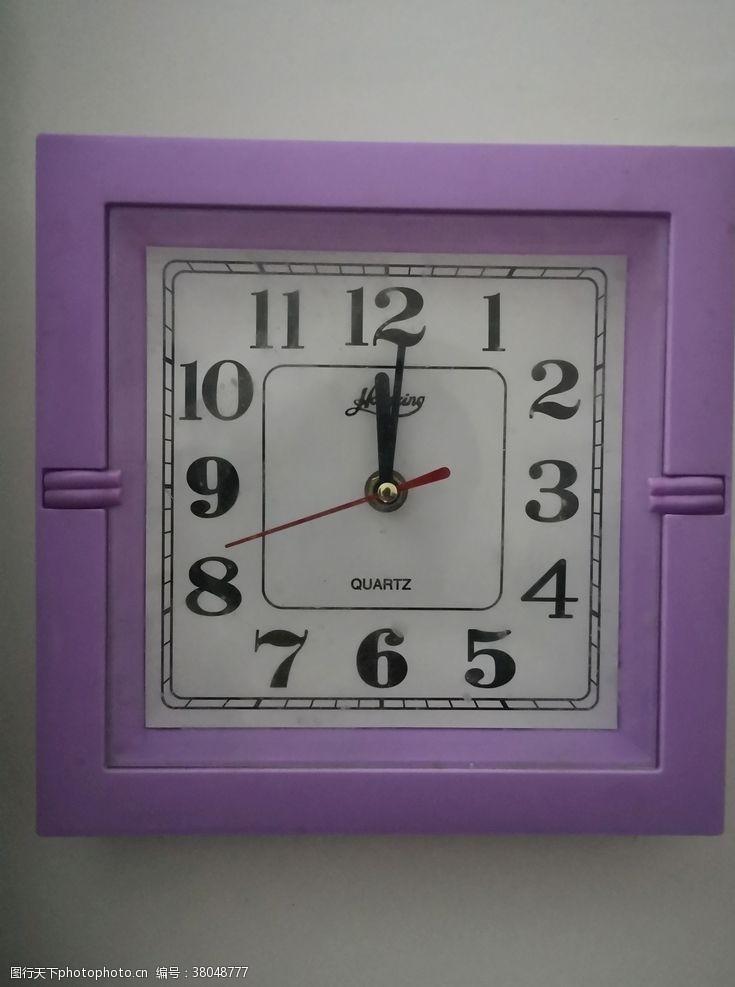 室内装饰品方形的钟表简约时间表
