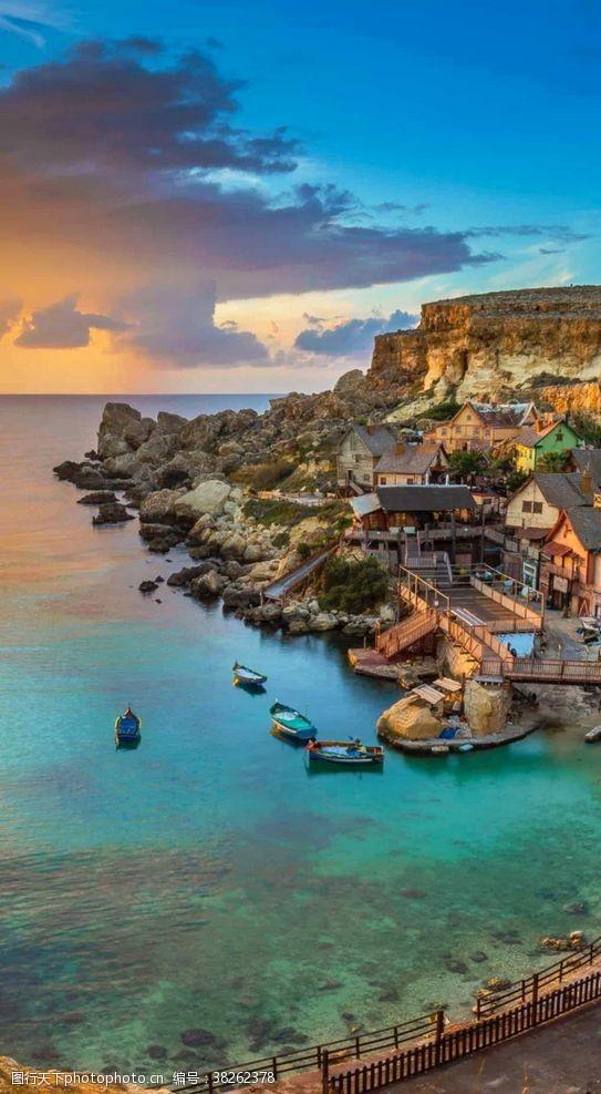 清澈梦幻般的海滨城市风景