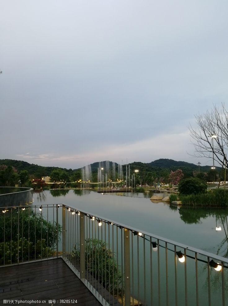喷泉南方小镇夜景灯光秀