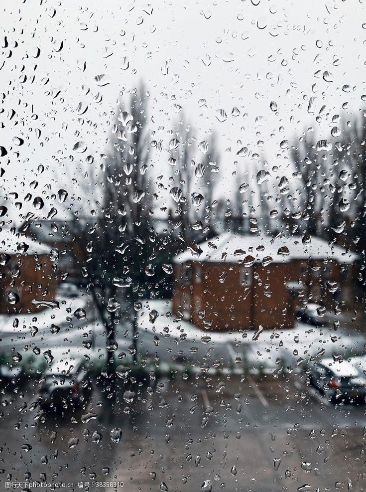 生活素材雨中的玻璃