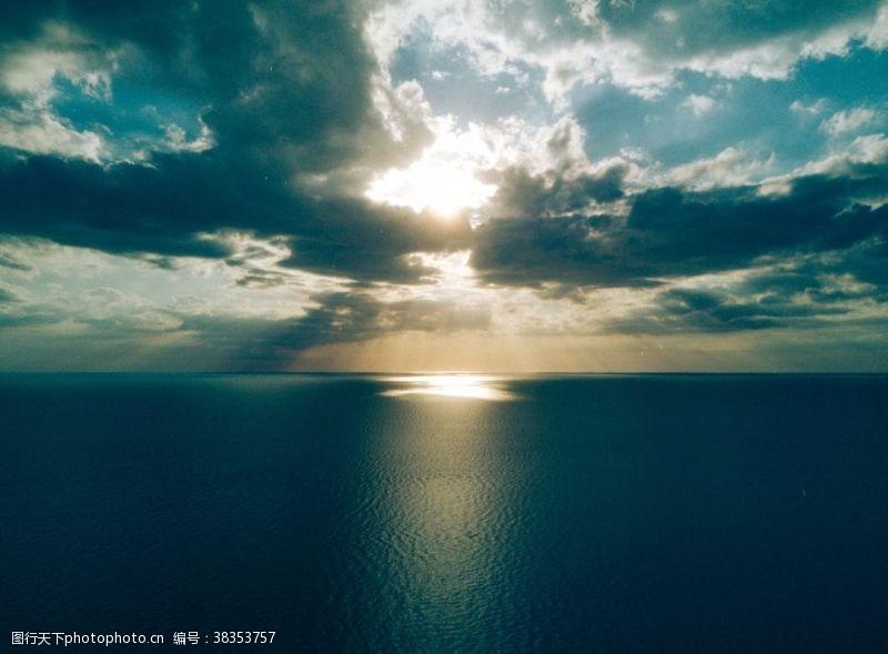 浪花海面日出