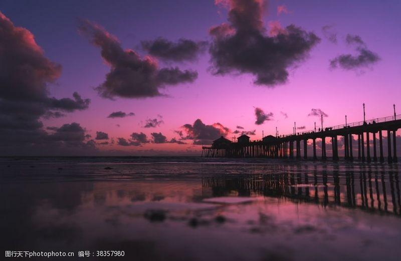 清澈夜晚港湾