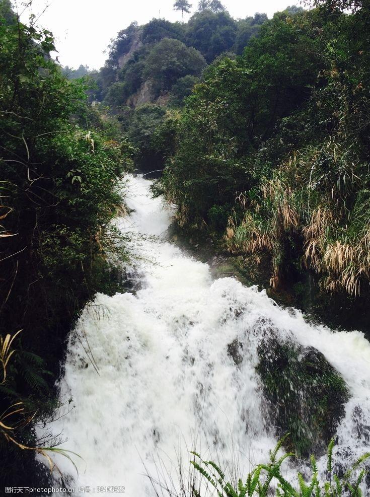 小溪农村小瀑布