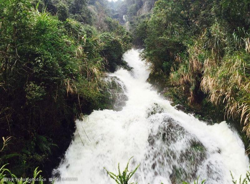 小溪小瀑布