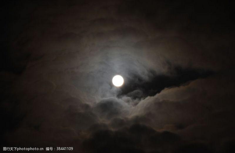 夜晚的天空月亮
