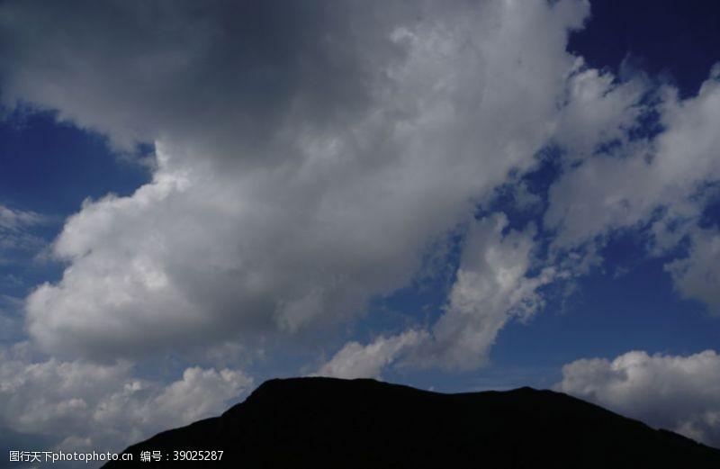 草地 草原天空图片