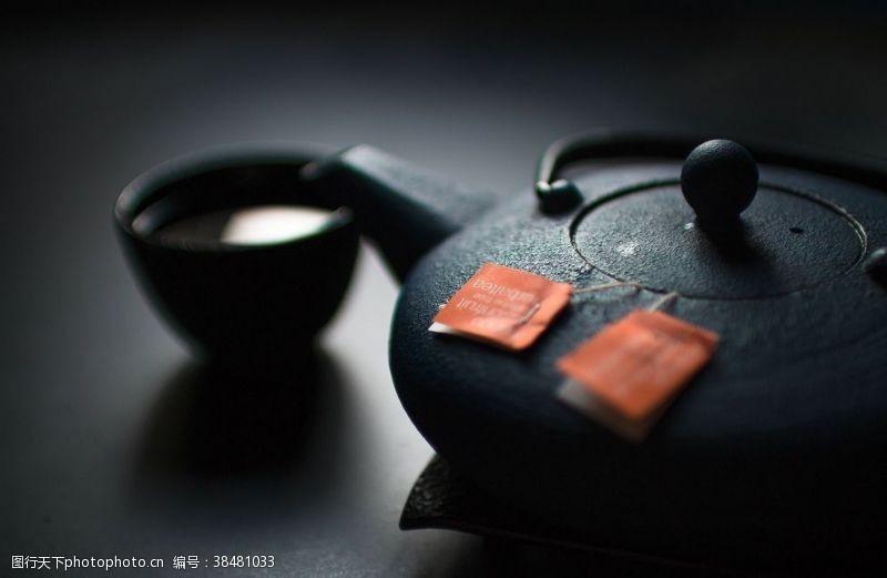 中国饮食黑色陶瓷茶壶