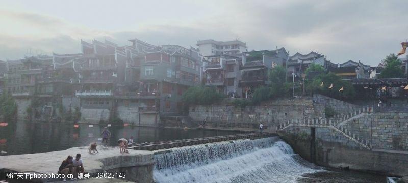 美丽湘西 乾州古城三门开图片