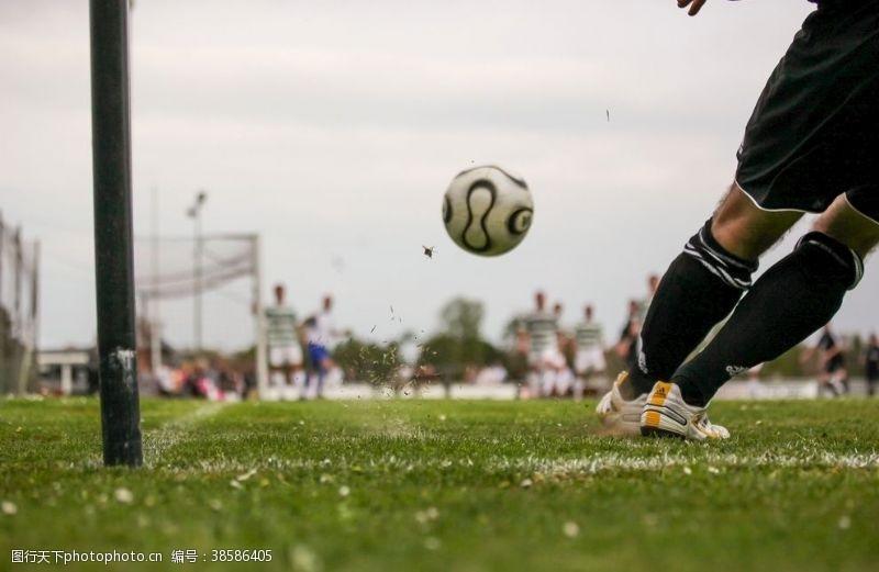 足球运动任意球足球踢球