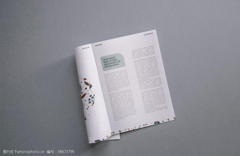 设计画册内页样机效果图