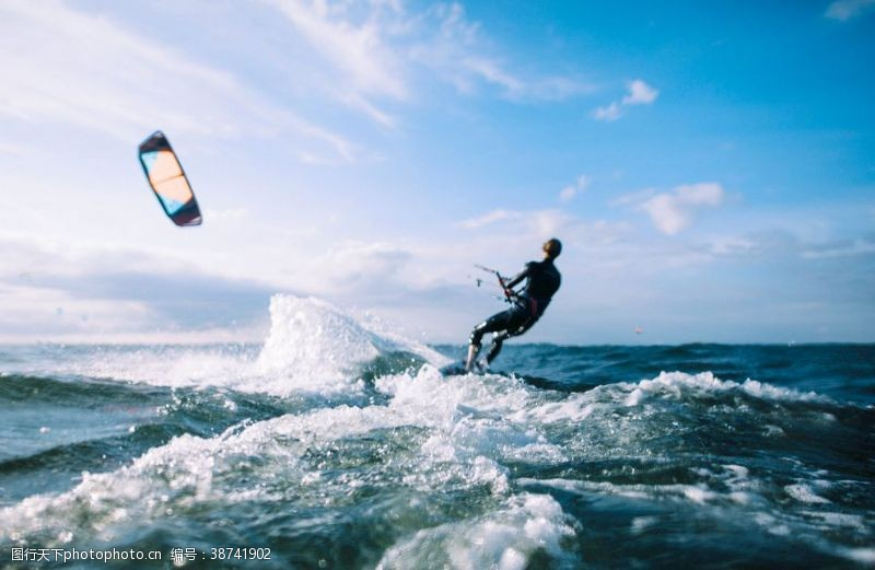 水上运动大海冲浪