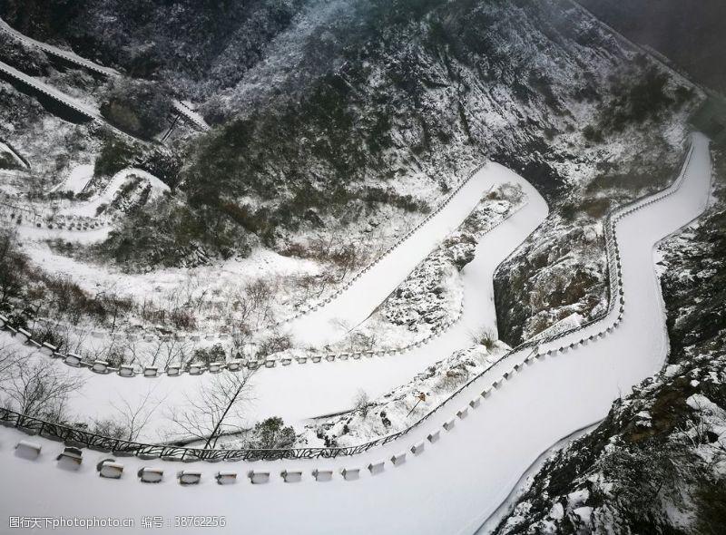之道天门山的赛道雪景
