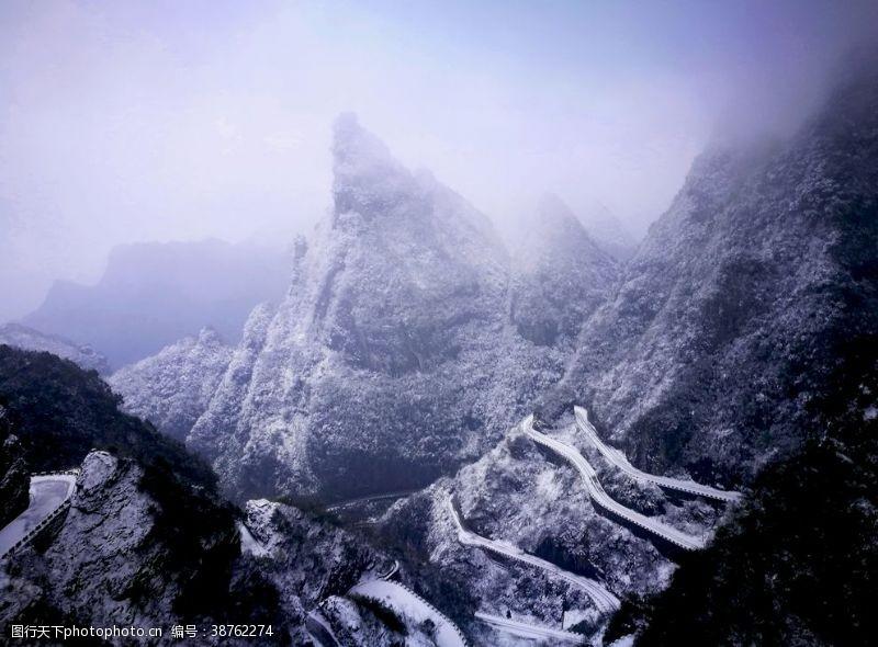 之道天门山赛道雪景