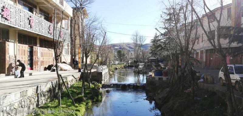 村子河边建筑风景